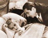 Bela Lugosi with Frances Dade in Dracula (1931)